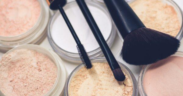 Jakie kosmetyki do konturowania twarzy możesz zastosować, aby wykonać piękny i modny makijaż?