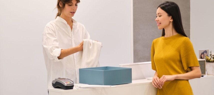 Sukienki pudełkowe – czy warto mieć je w szafie?