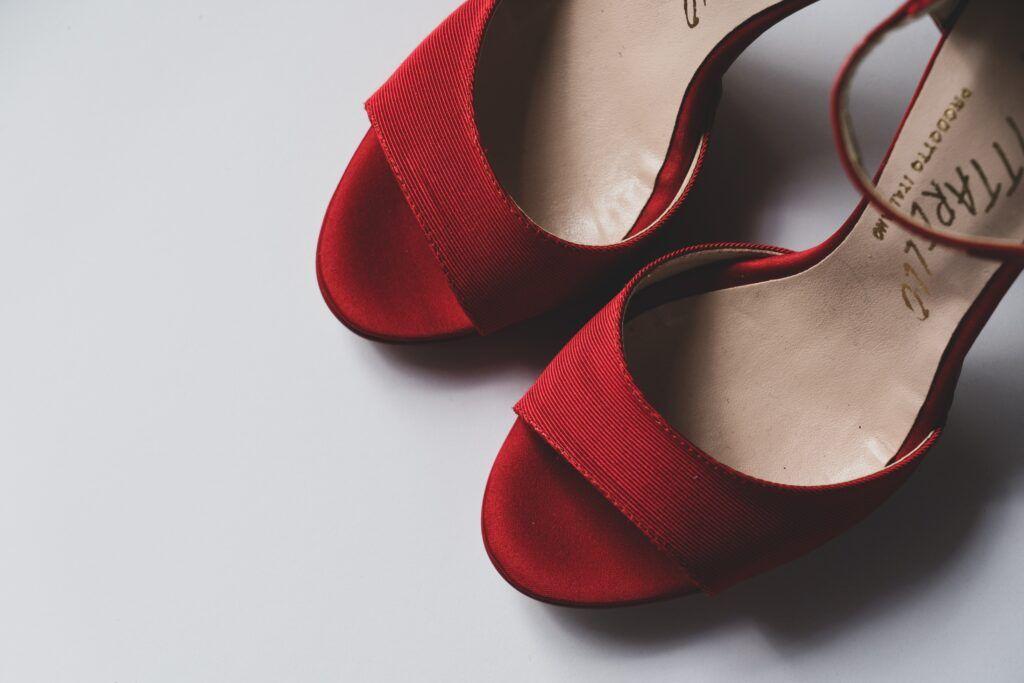 bordowe sandały ślubne