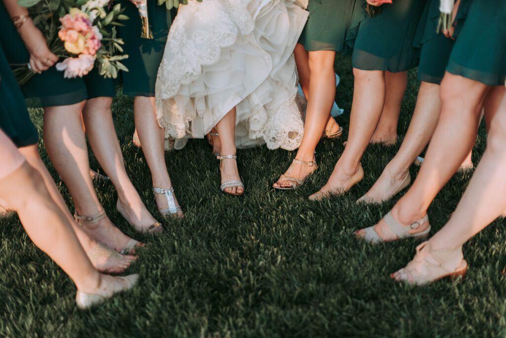 Sandały ślubne – doskonała alternatywa dla klasycznych pełnych butów