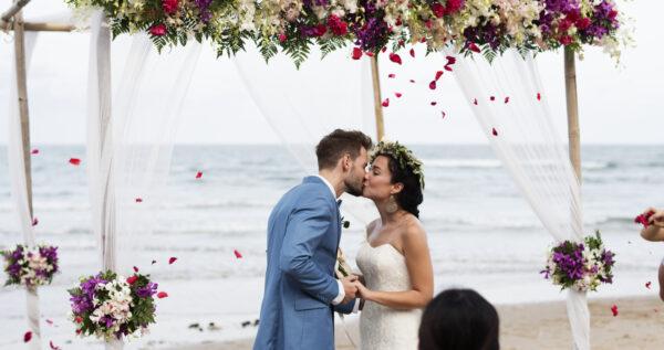 Ślub na plaży - o czym należy pamiętać, wybierając taki rodzaj ceremonii?