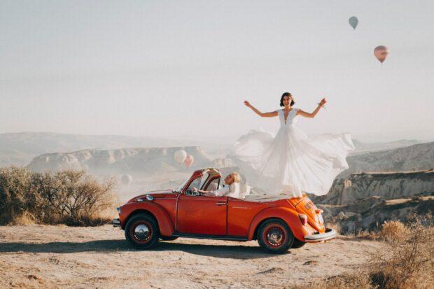 Samochód do ślubu, a może coś innego? Idealne pomysły na ślubną przejażdżkę!