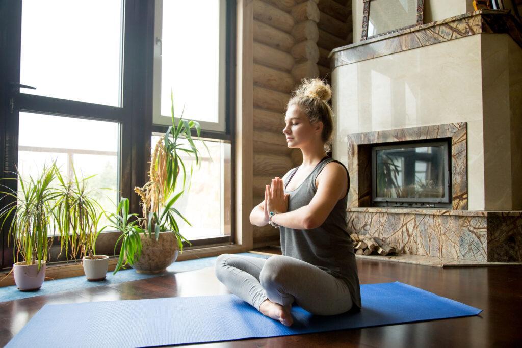 Jak medytować, aby osiągnąć pełną harmonię i spokój?