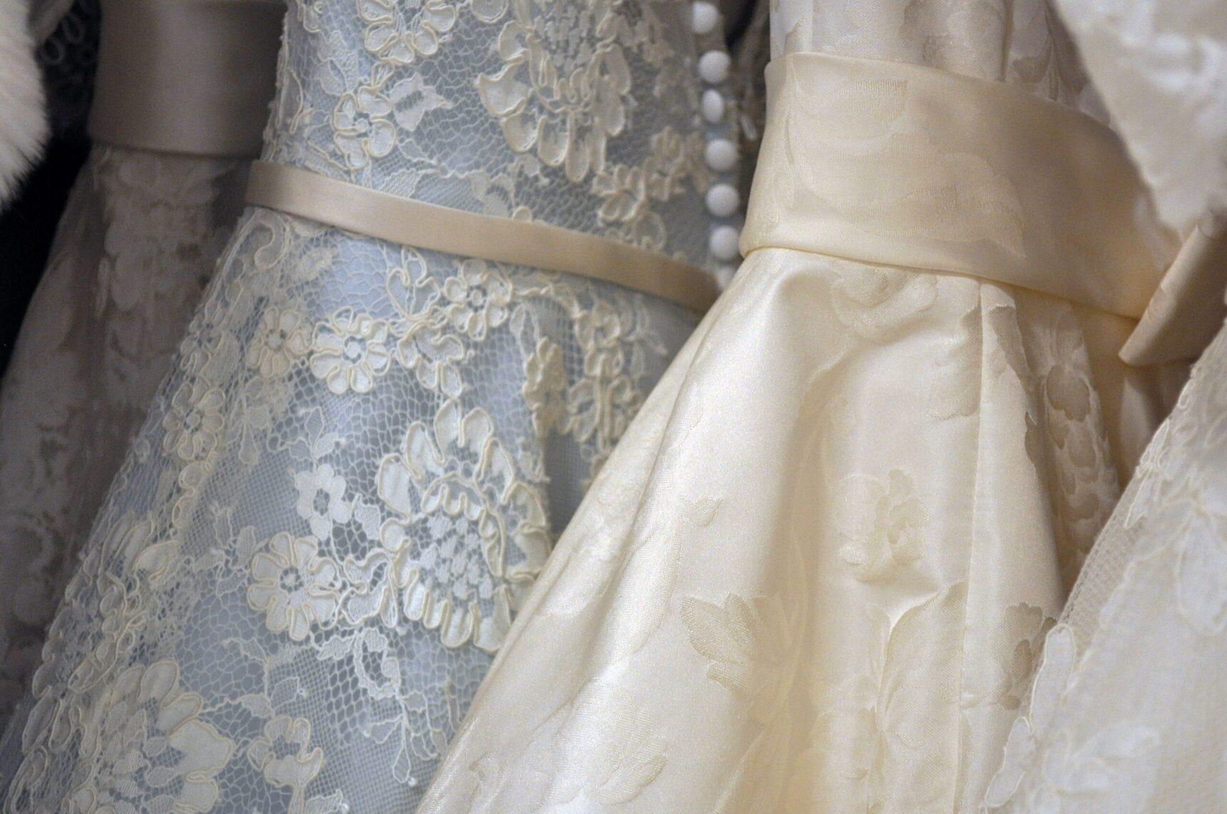 Jak zmienić suknię ślubną z letniej na jesienną lub zimową?