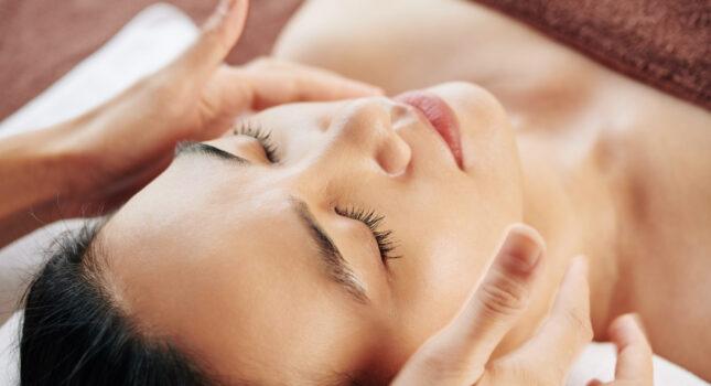 Masaż twarzy - zafunduj relaks swojej skórze!