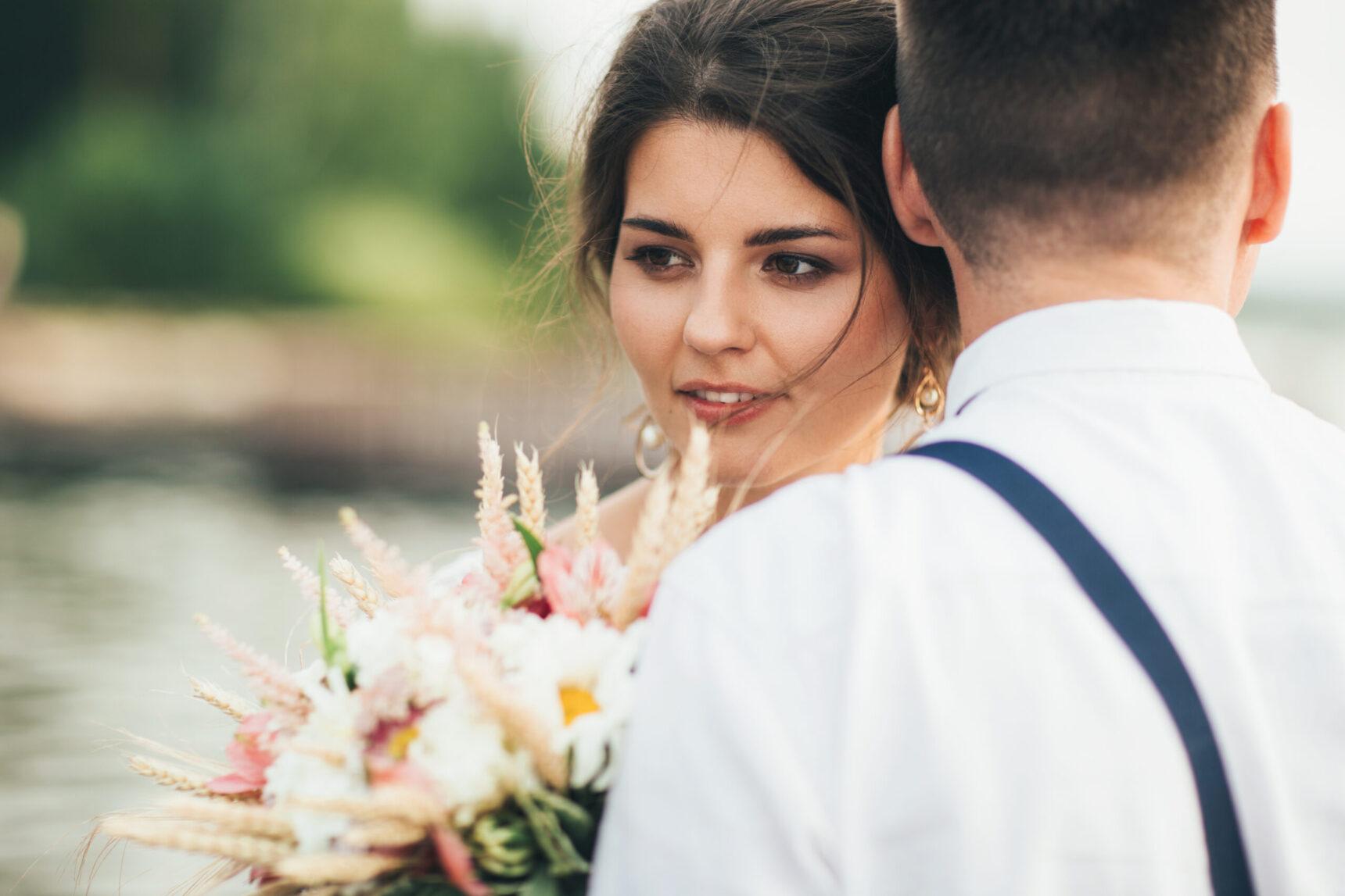 """""""Trochę żal swojego, ale to tylko nazwisko nie serce"""", czyli co przyszłe panny młode myślą o zmianie nazwiska po ślubie?"""