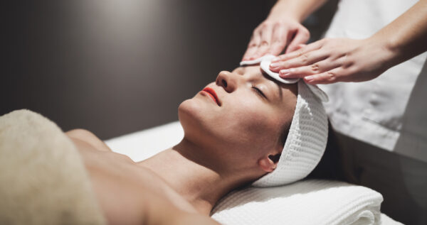 Manualne oczyszczanie twarzy - co należy o nim wiedzieć?
