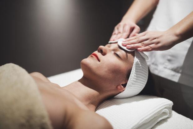Manualne oczyszczanie twarzy – co należy o nim wiedzieć?