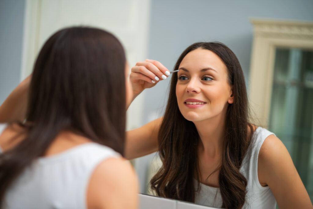 Jak wyregulować brwi i nadać głębi spojrzeniu?