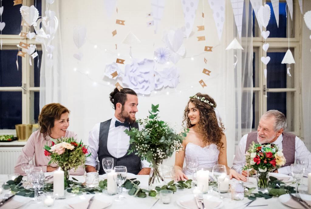 pierwsze spotkanie z teściami podczas wesela