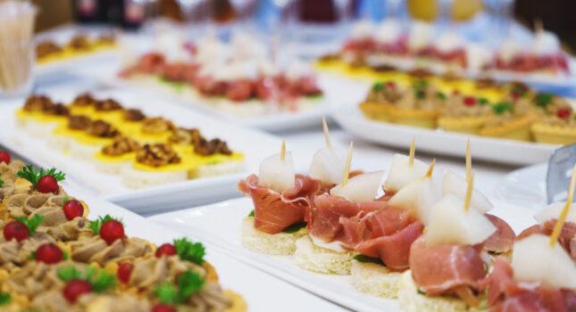 Catering weselny, czyli przez żołądek do serca gości!