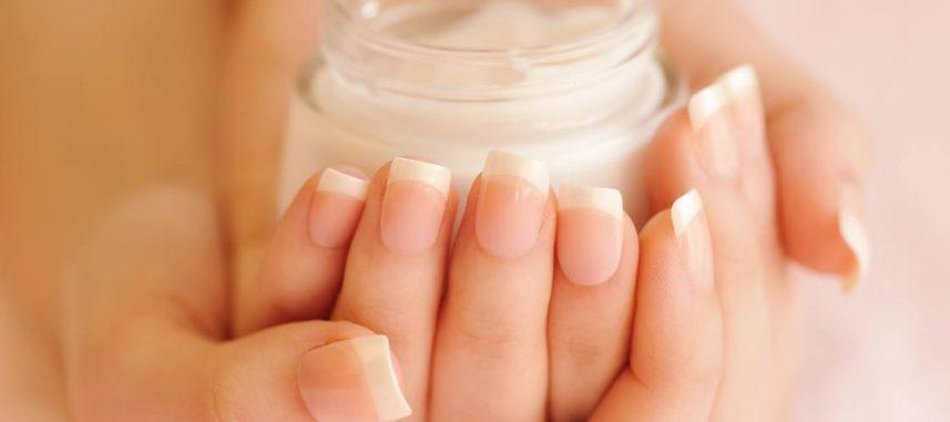 Parafina na dłonie – SOS dla suchej i zniszczonej skóry!
