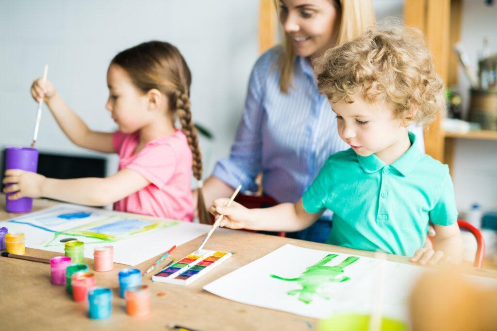Zabawy dla dzieci w domu – te propozycje mogą spodobać się twoim pociechom!