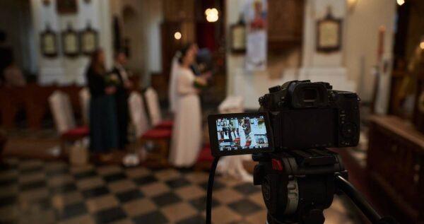 Transmisja online ze ślubu - sprawdź zalety tego rozwiązania!