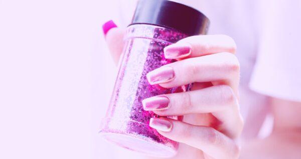 Paznokcie lustrzane - jak samodzielnie wykonać mirror nails?