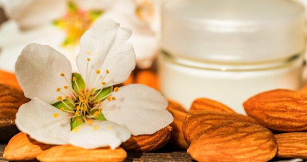 Kwas migdałowy - antidotum na przebarwienia i trądzik. Sprawdź, jak działa peeling migdałowy