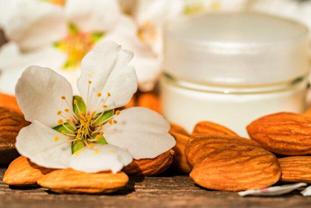 Kwas migdałowy – antidotum na przebarwienia i trądzik. Sprawdź, jak działa peeling migdałowy