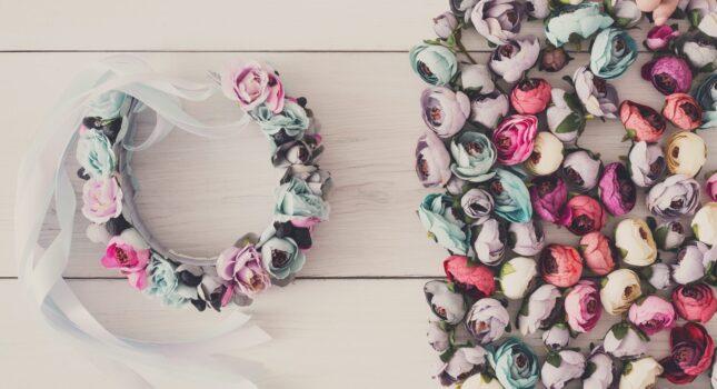 Czy wypada wybrać sztuczne kwiaty na wesele? Sprawdź, co sądzą panny młode!
