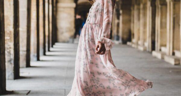Sukienka szmizjerka - ta wyjątkowa sukienka koszulowa powinna znaleźć się w szafie każdej kobiety!
