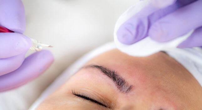 Makijaż permanentny brwi - zachwycaj wyrazistym spojrzeniem!