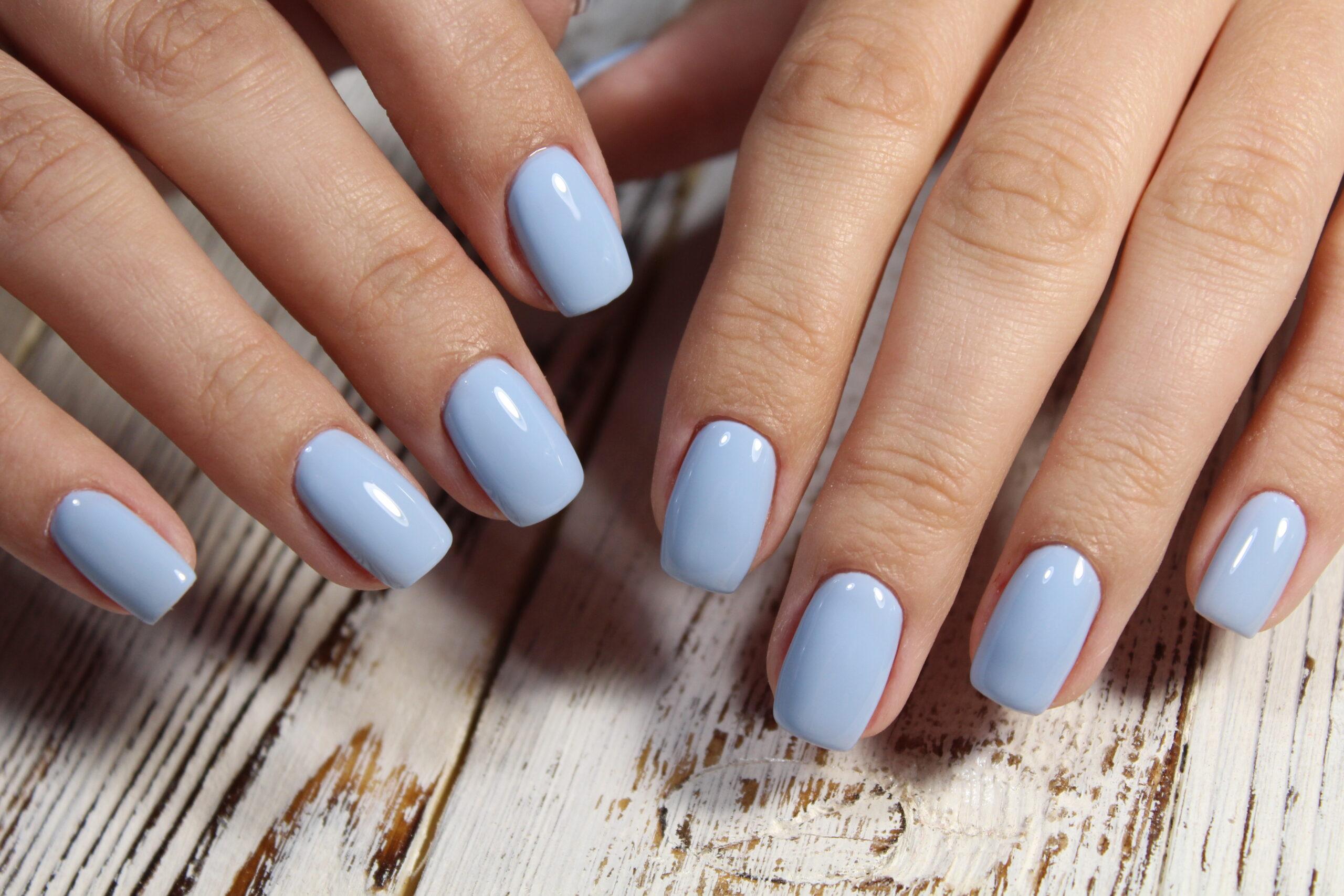 błękitne paznokcie ślubne