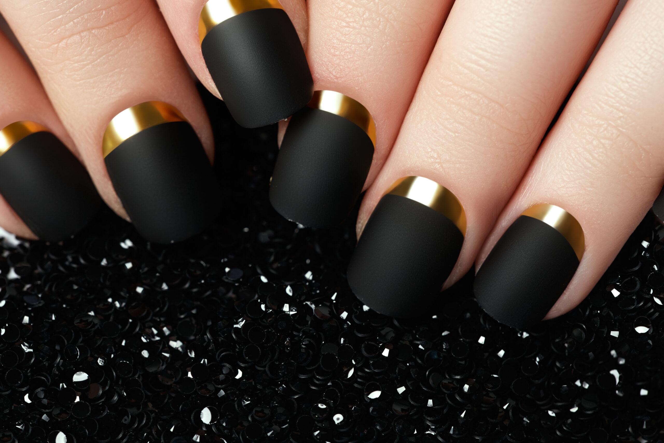 czarne matowe paznokcie ślubne