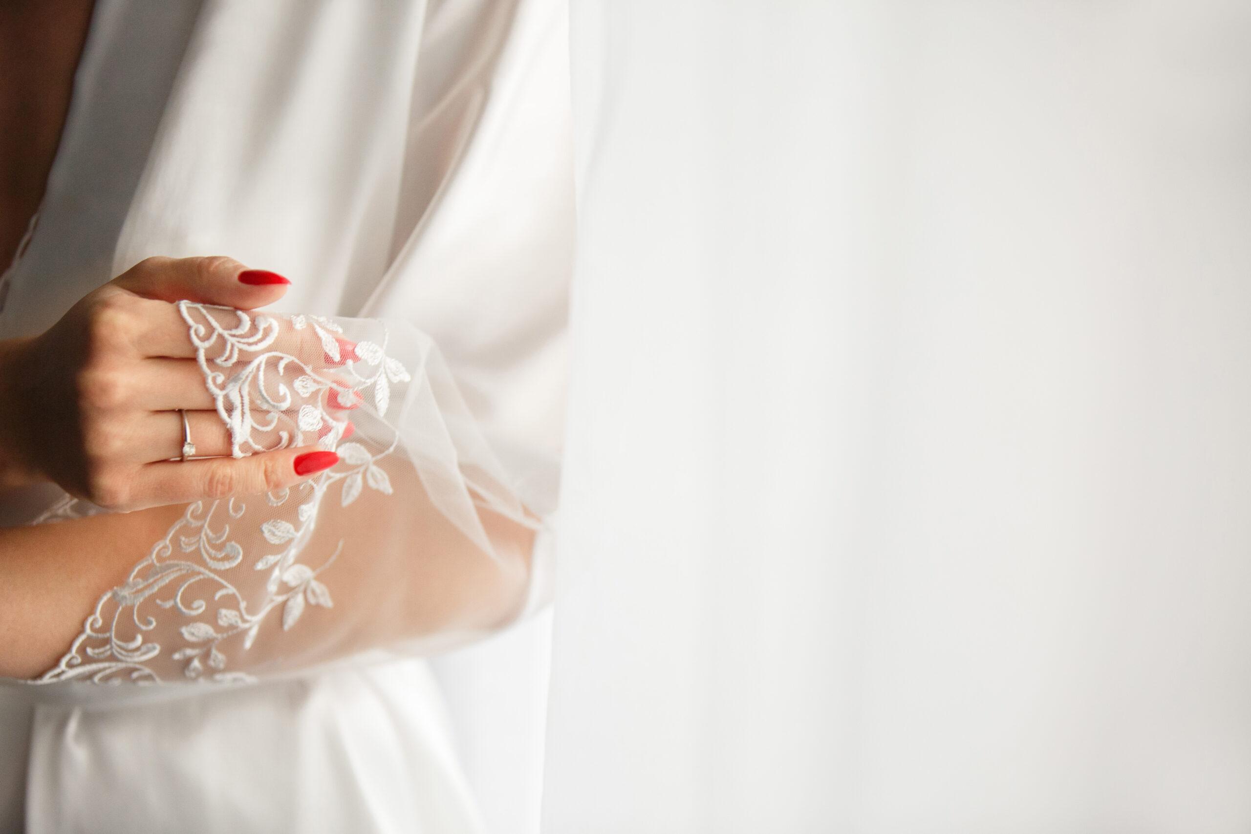 czerwone paznokcie ślubne klasyczne