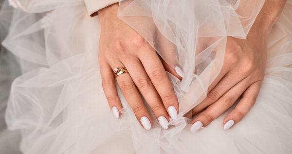 Paznokcie ślubne 2021 💅 – najmodniejsze wzory i trendy!