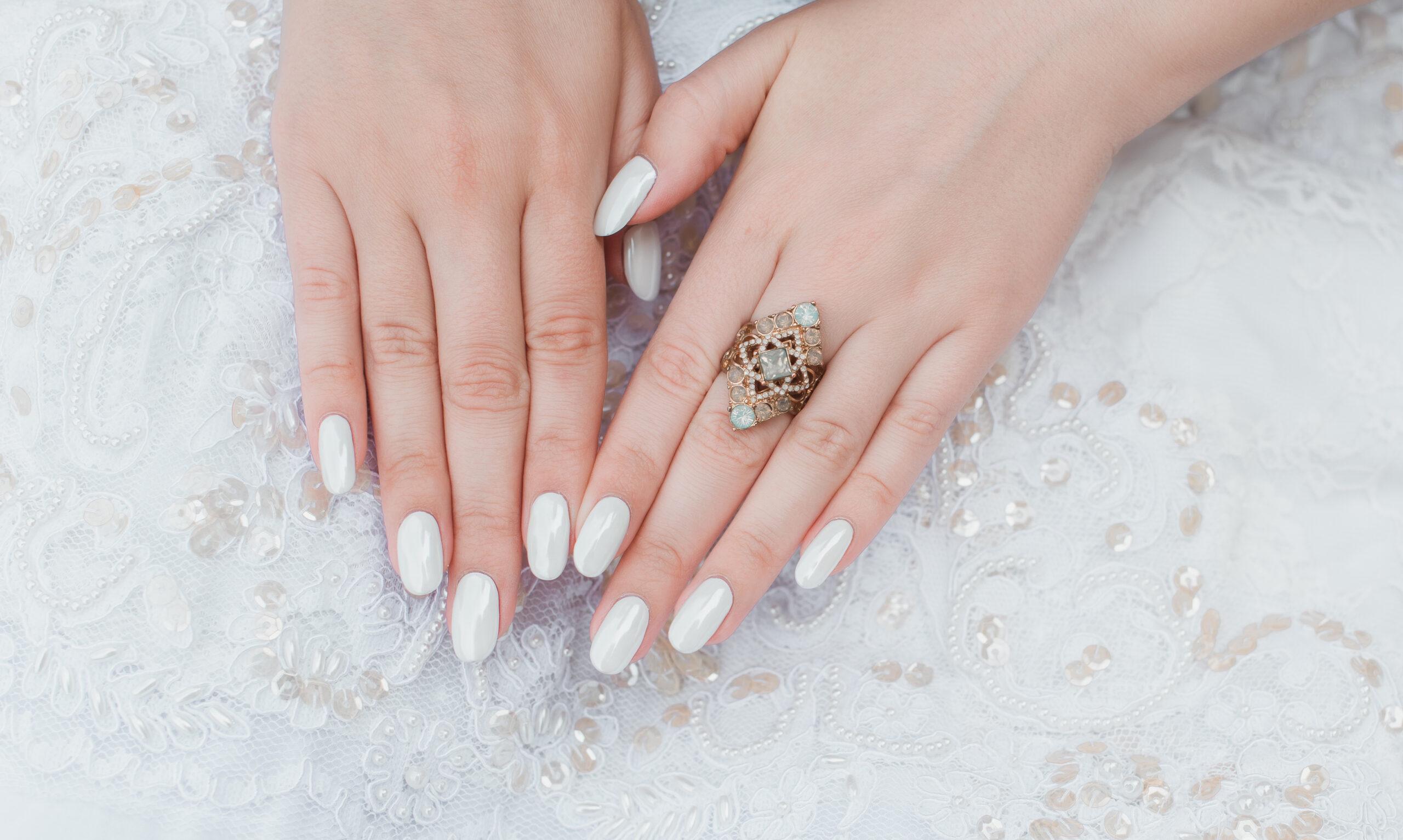 perłowe paznokcie na ślub