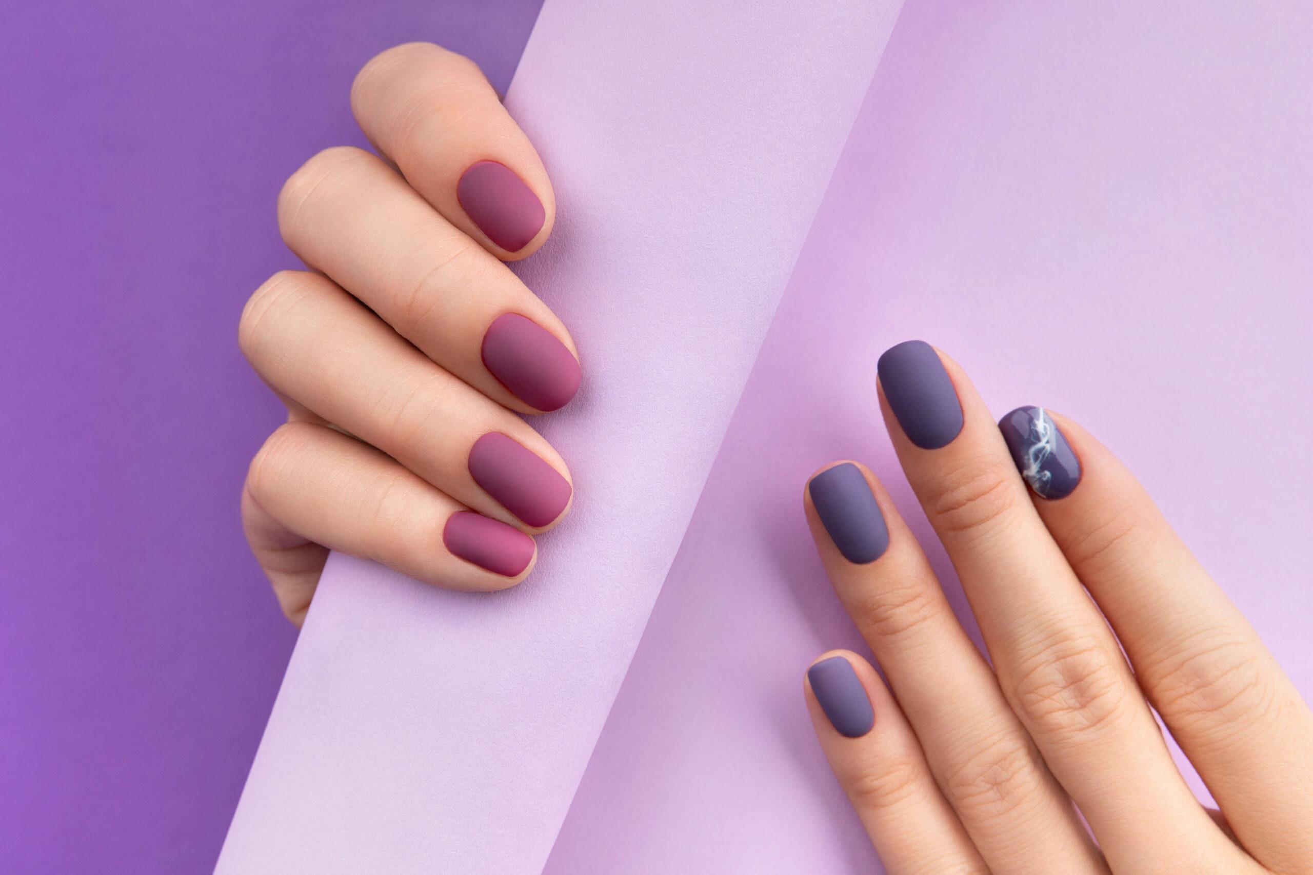 fioletowe paznokcie na ślub w wersji matowej
