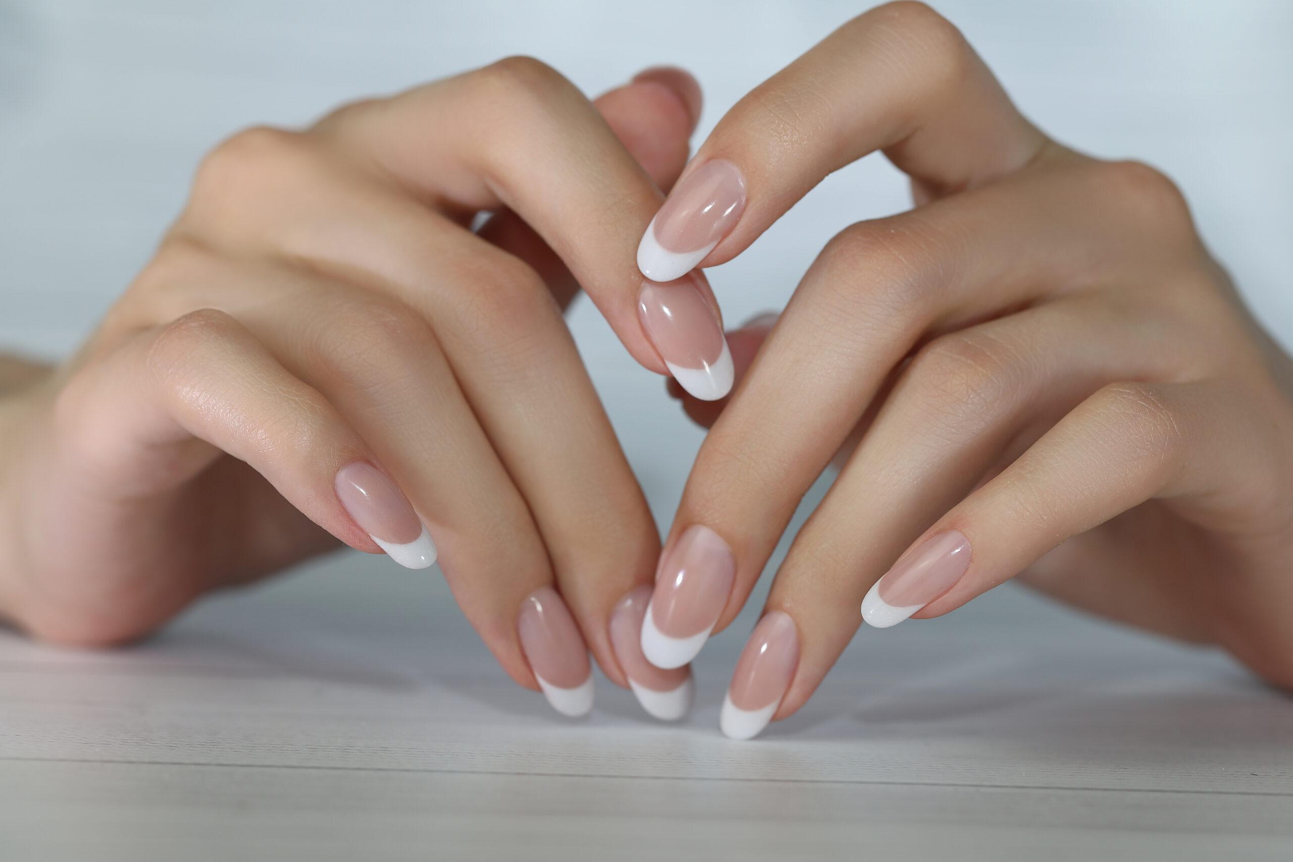 klasyczne paznokcie ślubne french