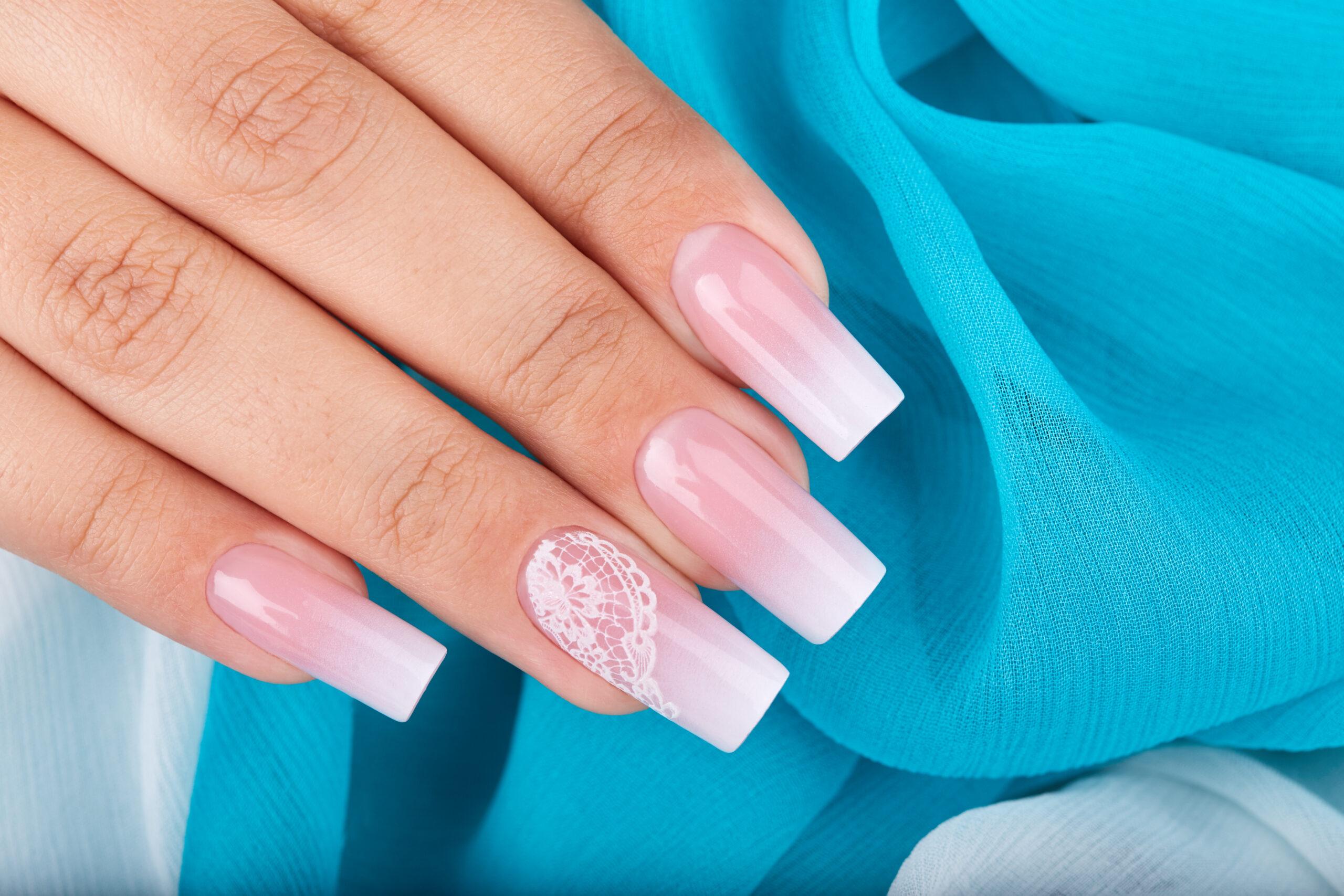 paznokcie ślubne french z efektem ombre