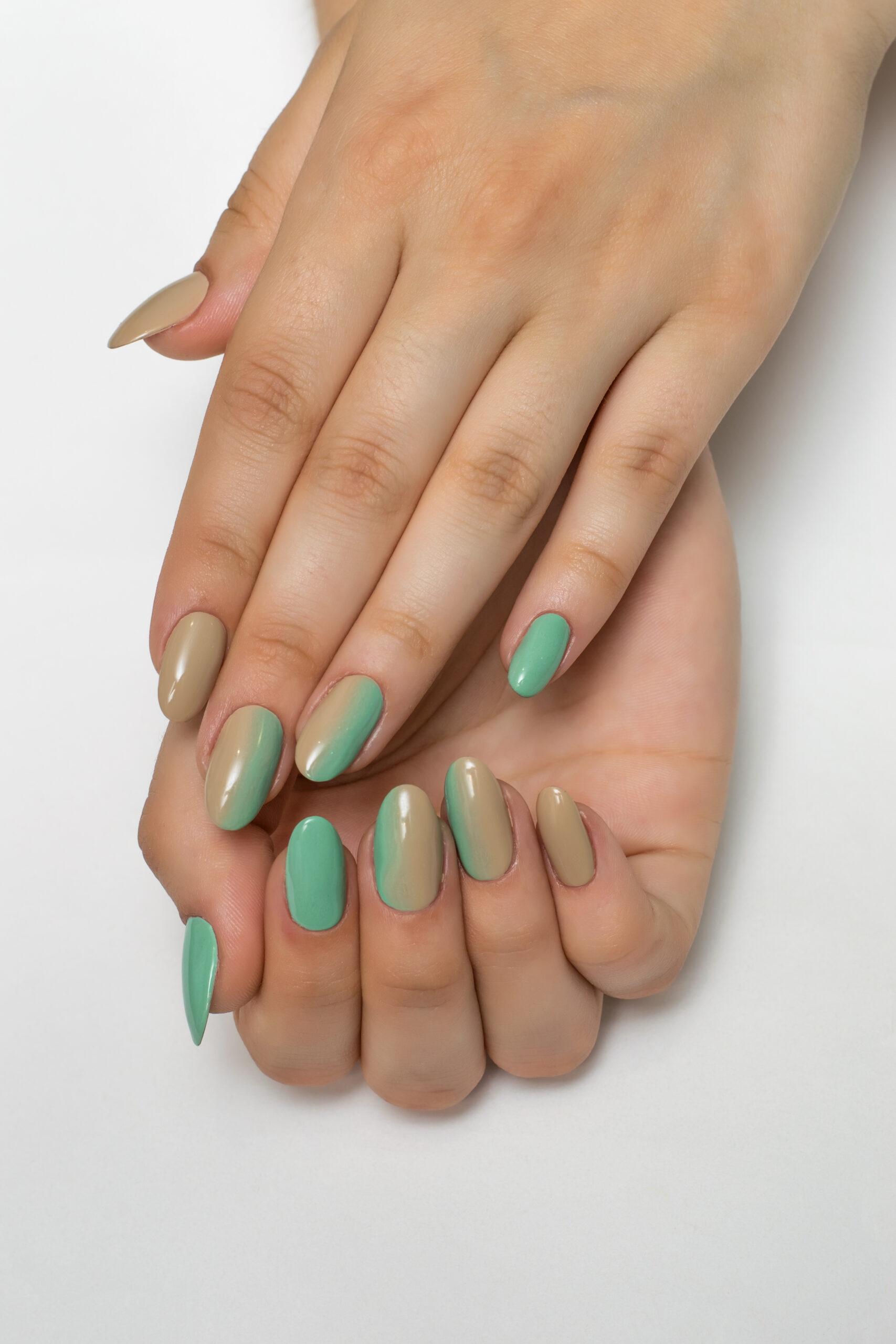 zielone paznokcie ślubne ombre