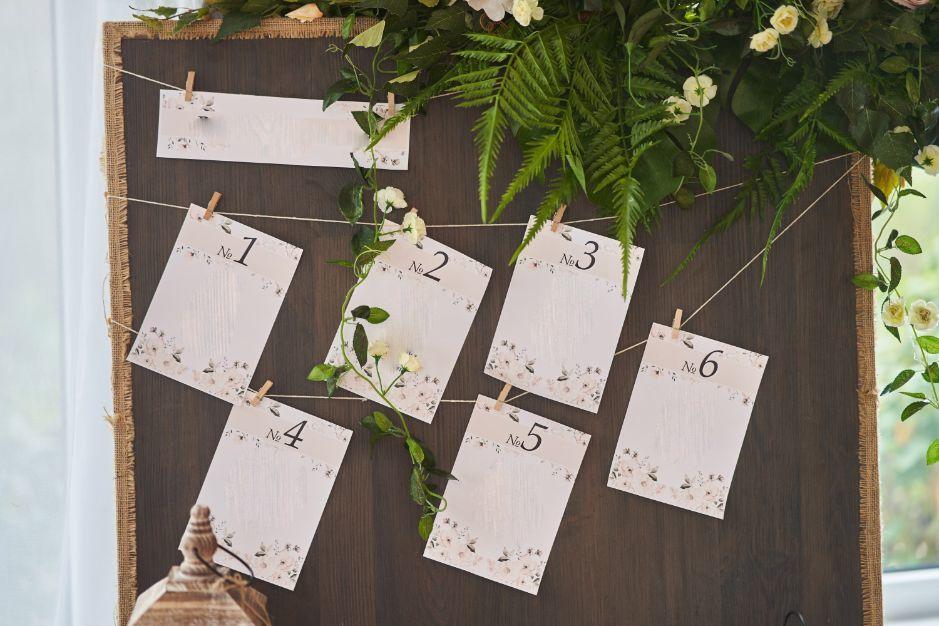plan stołów weselnych w wersji rustykalnej