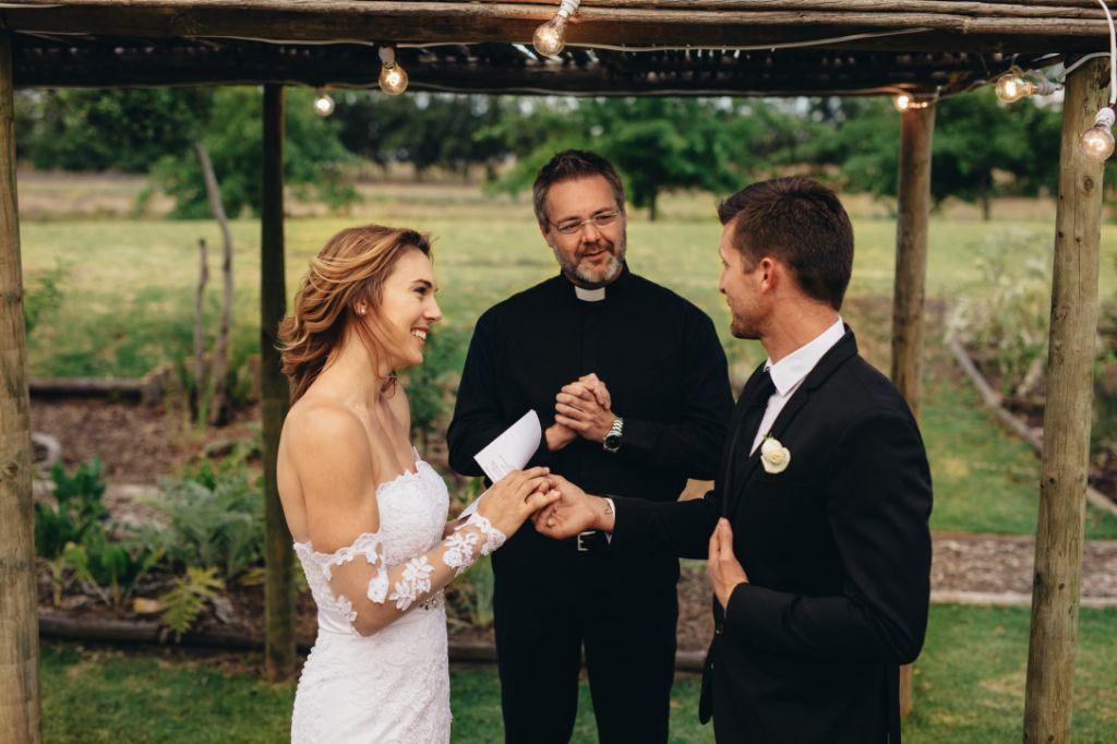 Jak zorganizować niezapomniany ślub w plenerze? Zobacz, o czym musisz wiedzieć!