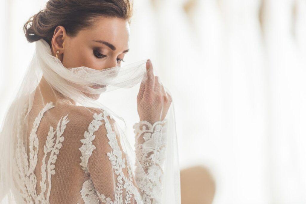 Suknie ślubne w 2021 roku długi rękaw