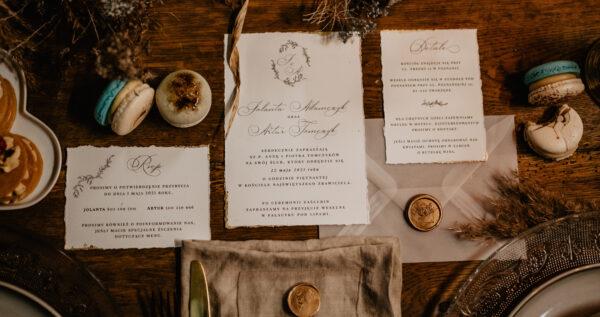 Jak zapraszać na ślub i wesele – niezbędnik dla par młodych