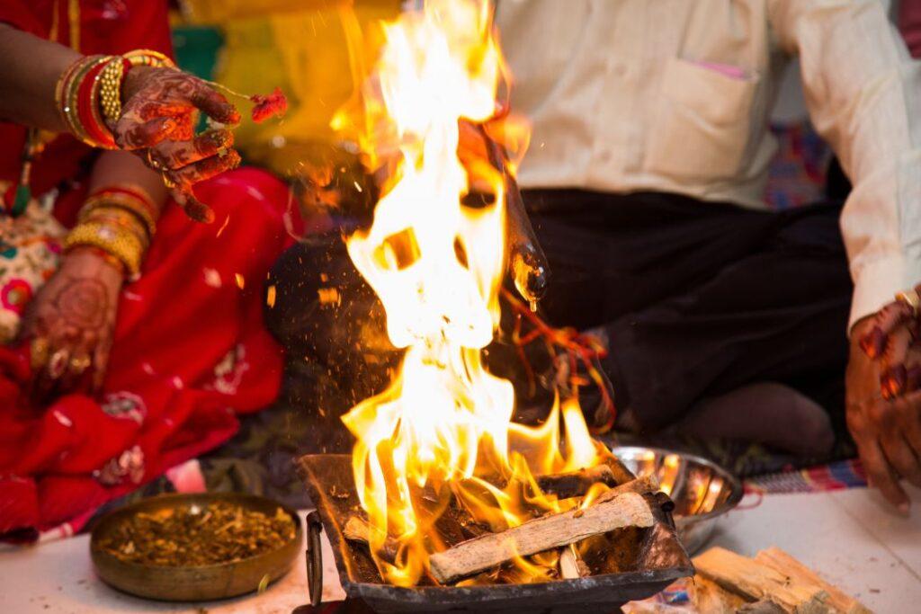 Ślub w Indiach rytuał ognia