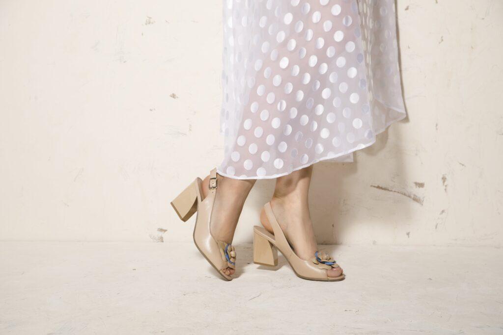 Szpilki, czółenka, a może sandały letnie? Jakie buty na wesele wybrać?
