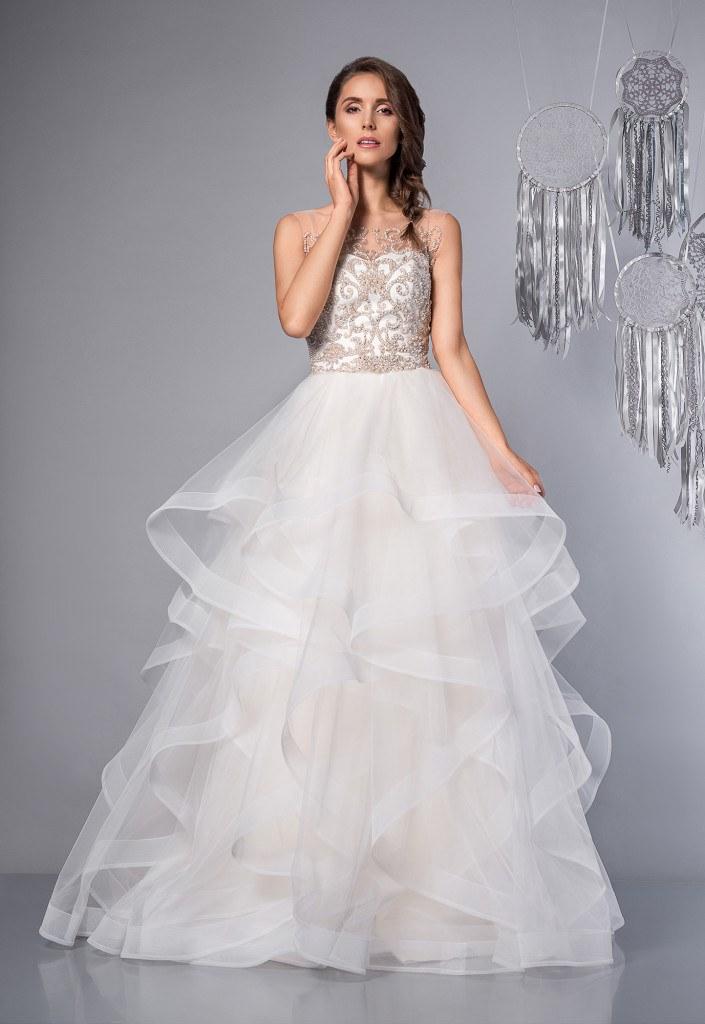 b860cb3311 Suknia ślubna - jak wybrać tę jedyną  Trendy w modzie ślubnej