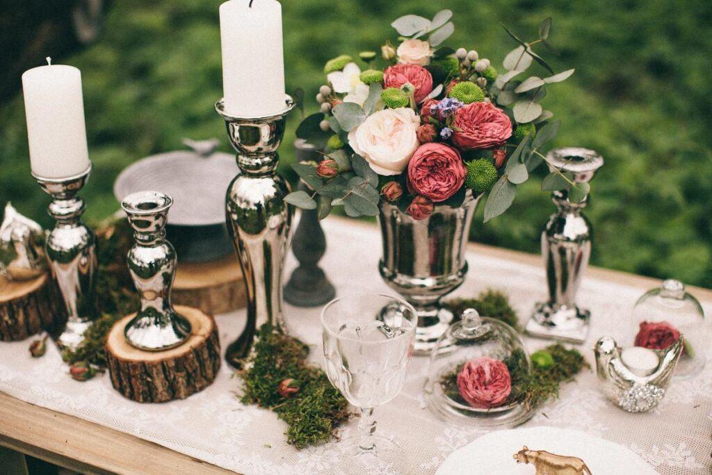 jakie dekoracje na sali weselnej