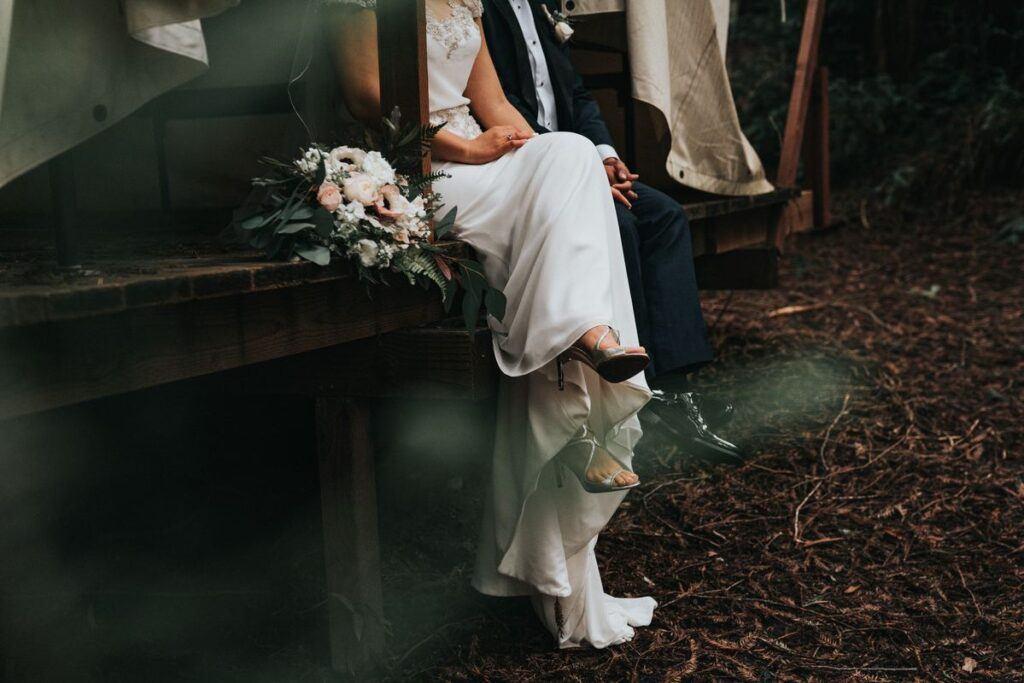 Pan młody i panna młoda po ślubie i naukach przedmałżeńskich.
