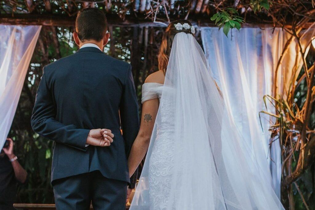 Prosty welon ślubny bez zdobień