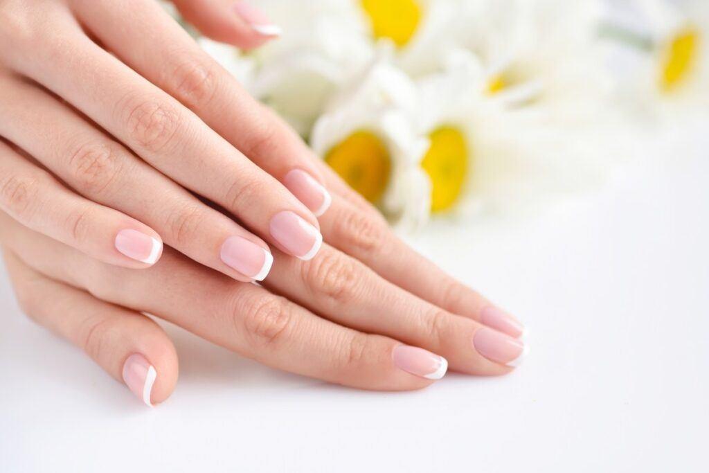 Paznokcie ślubne - french manicure