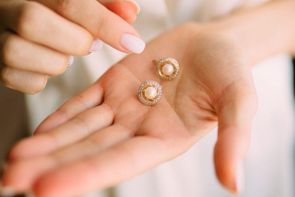 Biżuteria ślubna - kolczyki z perełką