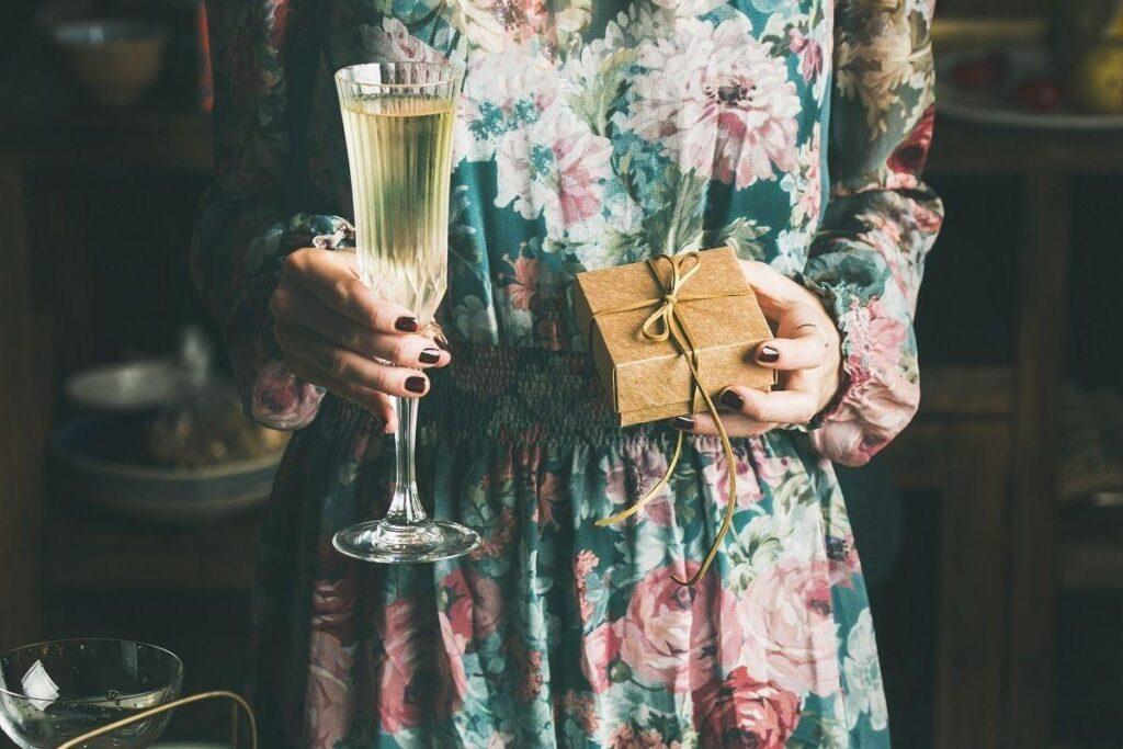 Sukienka na wesele z długim rękawem