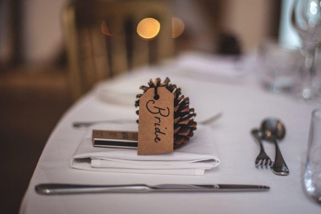 Winietka ślubna zrobiona z szyszki i kartoniku