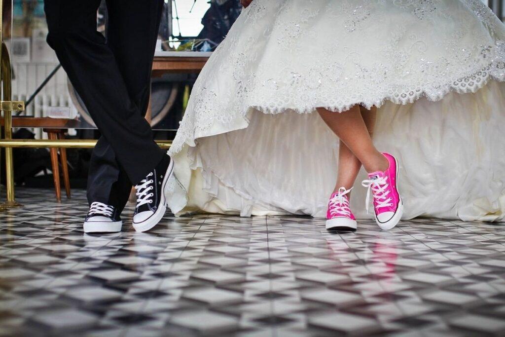 Trampki jako buty ślubne