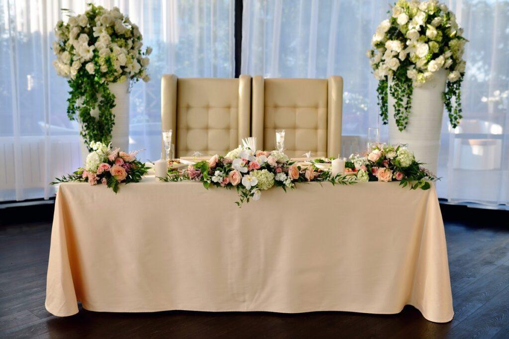 Łososiowy kolor przewodni wesela