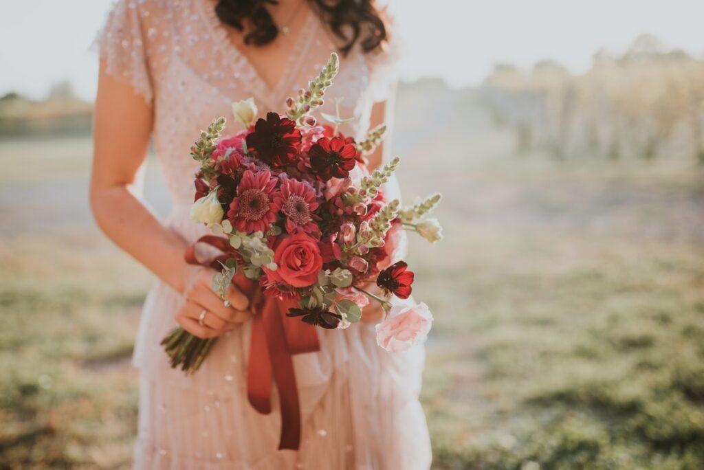 Styl boho na wesele ubiór panny młodej
